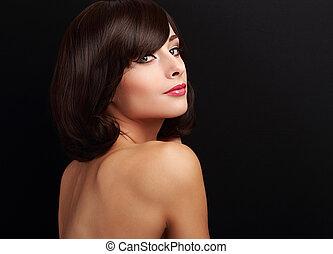 bonito, sorrindo, maquilagem, mulher, com, cabelo curto, olhar