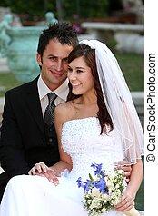 bonito, sorrindo, par casando