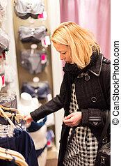 bonito, store., senhora, langerie, shopping