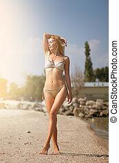 bonito, sunbathes, na moda, adelgaçar, recurso, biquíni, bege, menina, praia, loiro