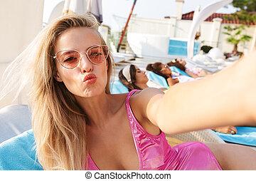 bonito, swimsuit, mulher, óculos de sol, jovem