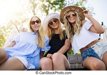 bonito, três mulheres