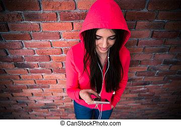 bonito, usando, mulher, smartphone