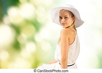 bonito, verão, mulher, desfrutando, ao ar livre
