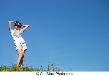 bonito, verão, mulher, jovem, campo