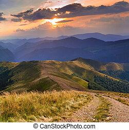 bonito, verão, paisagem, com, estrada, montanhas