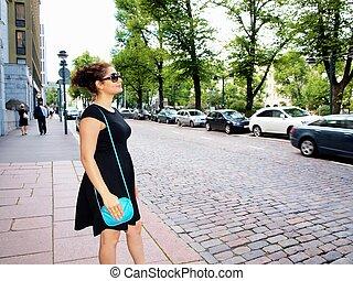 bonito, vestido, brunet, esperando, pretas, calçada