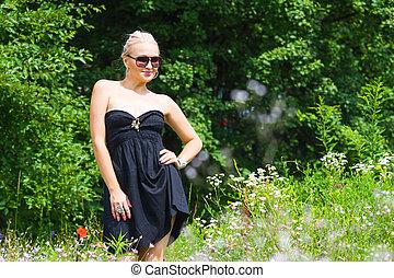 bonito, vestido, loiro, pretas