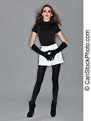 bonito, vestido, mulher, veludo, shorts, flash, jovem, luvas, combi, pretas, estúdio, retrato, anel, branca