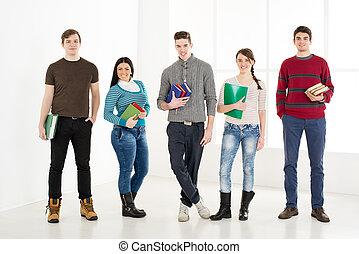 books., uśmiechanie się, studenci, grupa