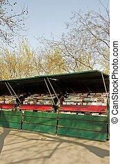 booksellers in Paris
