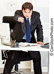 boos, moderne zaken, man staand, op, kantoorbureau, en,...