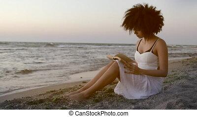 bord mer, inspiré, femme, livre, séance