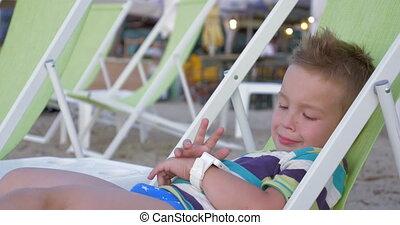 bord mer, smartwatch, enfant