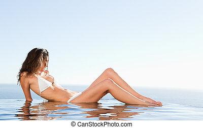 bord, soleil, piscine, apprécier, pose, femme