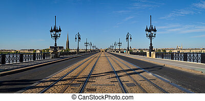 Bordeaux panorama of the bridge, view during the day