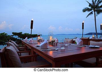 bordläggar, utomhus, romantisk, restaurang, middag sätta, strand, solnedgång
