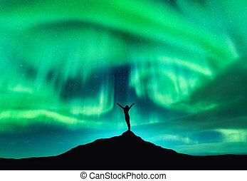 borealis, elevato, donna, silhouette, aurora, su, braccia