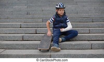 Bored white boy with broken arm