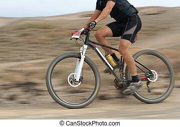 borrão moção, de, um, bicicleta montanha, raça