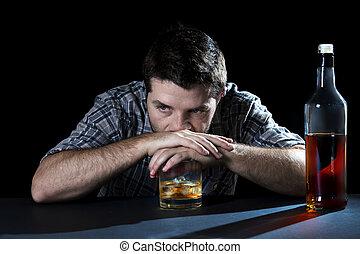 borracho, concepto, alcohol, whisky, alcohólico, botella de vidrio, adicción, alcoholismo, hombre