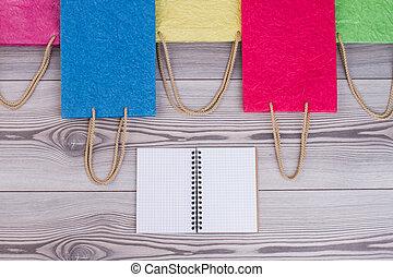 borse, shopping, colorato, grigio, fondo., legno