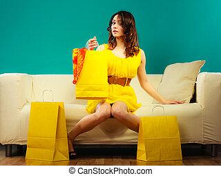 borse, shopping donna, divano