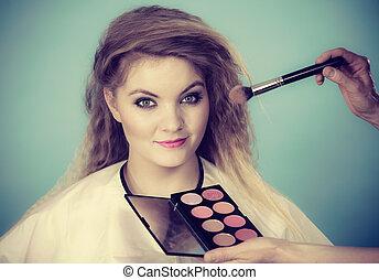 borstel, aan het dienen, rouge, controleren, makeup, vrouwlijk, kunstenaar