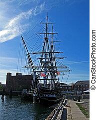 boston, -, april, 21:, den, forfatning uss, er, den, verdens, ældst, commissioned, flåde, fartøj, flot, ankring, ind, boston, (massachusetts), på, april, 21, 2012, ind, boston, usa.