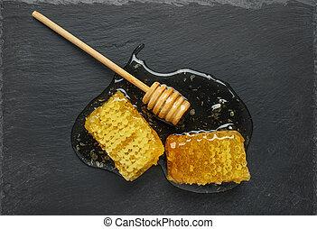 bot, átlyuggatott díszítés, fekete, méz