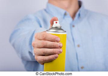 botella, cierre, amarillo, vista., macho, rociar, arriba., frente, mano.
