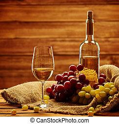 botella, de, vino blanco, vidrio, y, uva, en, un, saco, en,...