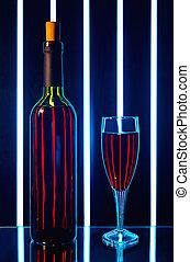 botella vino rojo, con, un, vidrio