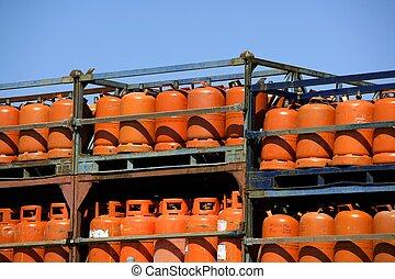 Botellas, bombonas de gas butano color Naranja. Orange Gas...