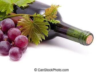botellas de vino, y, grapes., aislado, blanco, plano de fondo
