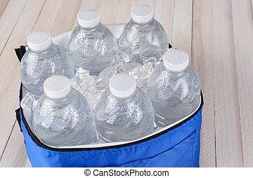 botellas del agua, en, enfriador