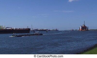 Botlek, Calandkanaal, inland shipping + Dockwise Vanguard...
