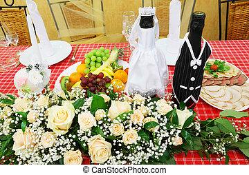 bottiglie champagne, festivo, cibo, vestito, stare in piedi, matrimonio, vestiti, fiori, tavola, vino