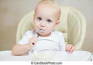 bouche, regarder, mignon, appareil photo, cuillère bébé, sien
