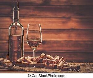 bouchons, bouteille vin, table bois, verre, blanc