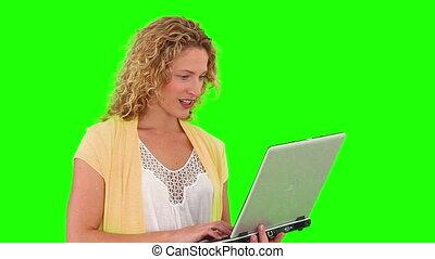 bouclé, ordinateur portable, blonds, chevelure, utilisation, femme