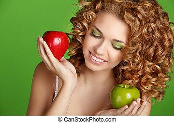 bouclé, sain, vert, séduisant, fond, hair., portrait, fille souriant, pommes