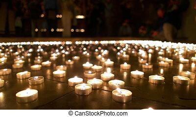 bougies, gens, fond, brûlé, regarder