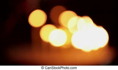 bougies, on., brûlé, lumière, église, foyer, main, flamme, lot, beaucoup, mettre, cathedral., dehors