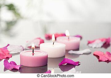 bougies, pétales, éclairé