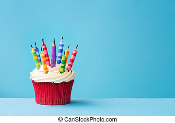 bougies, petit gâteau, dehors, anniversaire, soufflé
