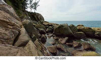 Boulders and Tropical Tidepools on a Cloudy Day. Video -...