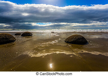 The popular tourist attraction - Boulders Moeraki - a group ...