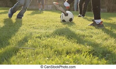 boule football, herbe, jouer, enfants