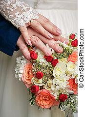 bouquet, alliances, mains